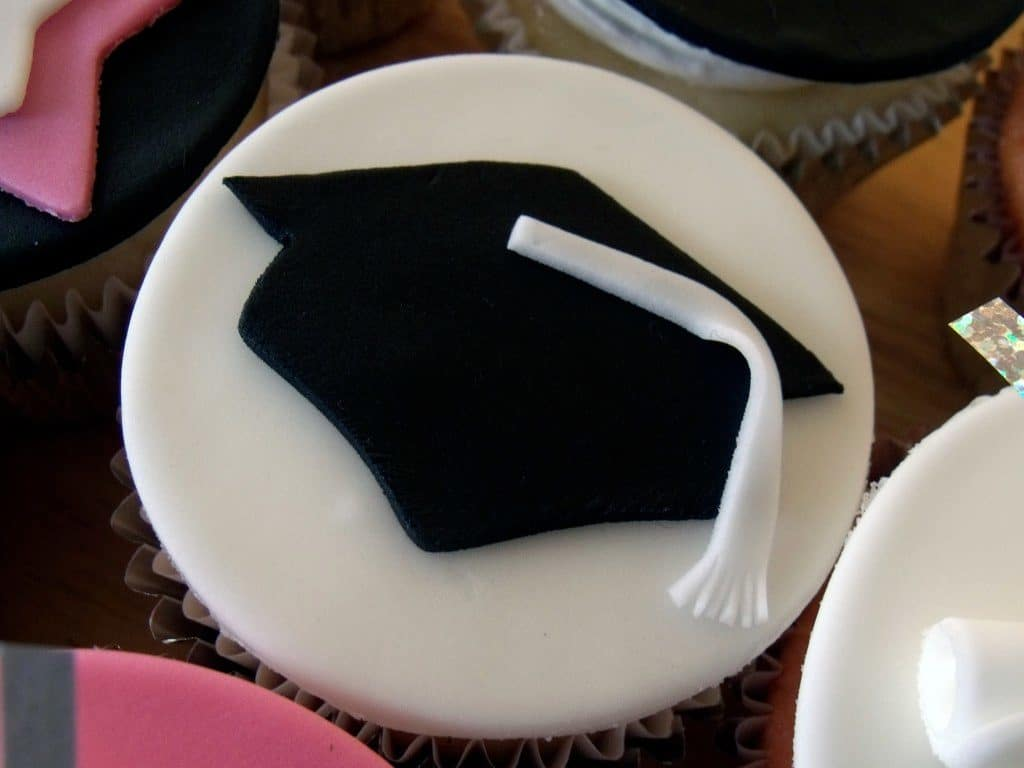 black graduation cap w white tassel on cupcake